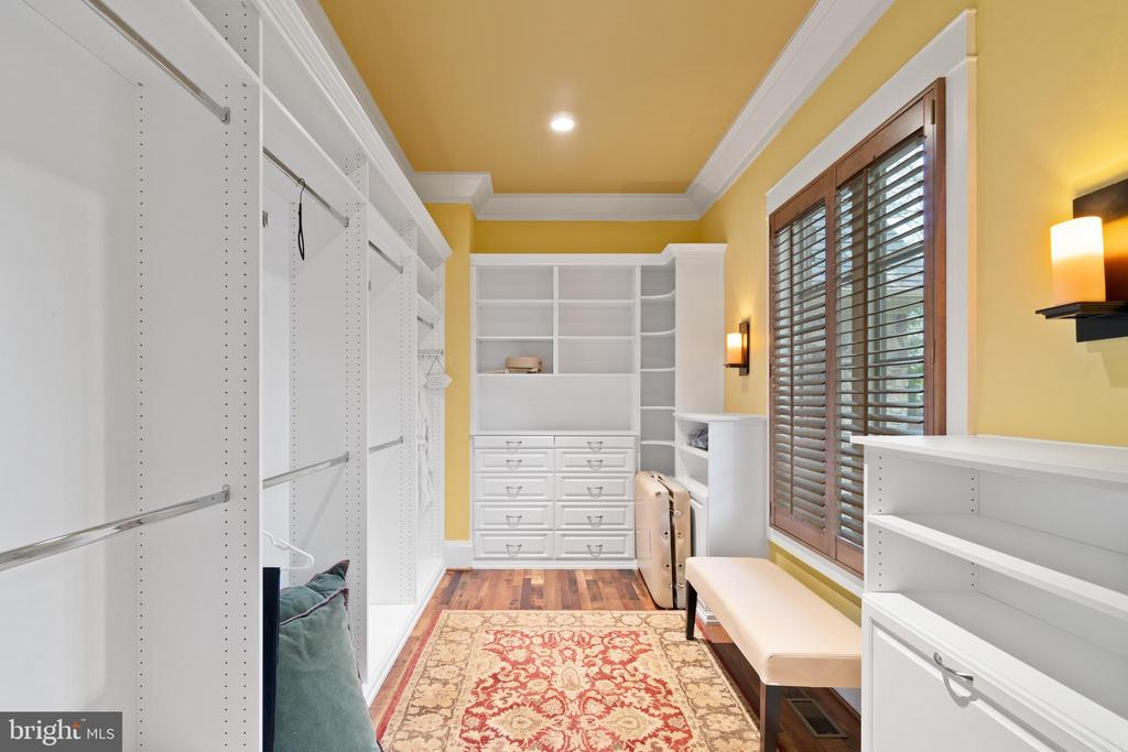2- Extra large Closets! - 817 MACKALL, MCLEAN