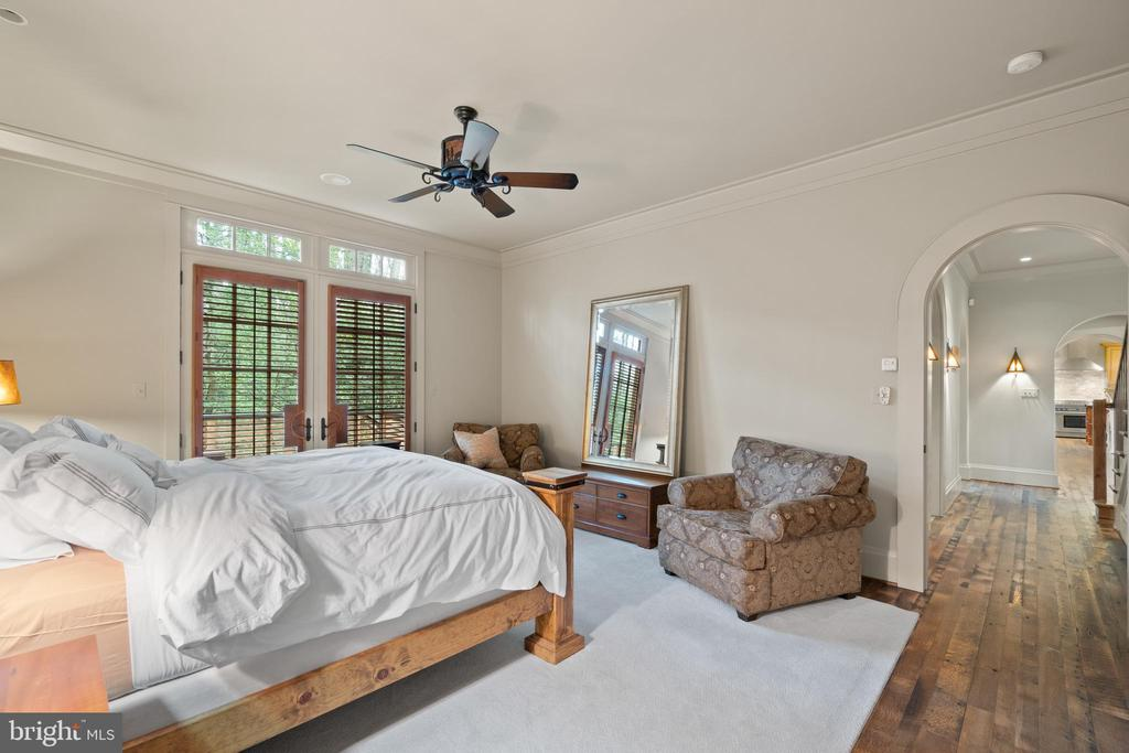 Reclaimed hardwood throughout - 817 MACKALL, MCLEAN