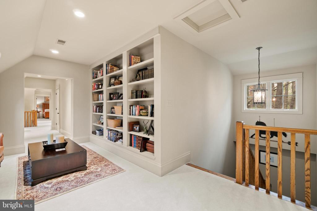 Upstairs study/play area - 817 MACKALL, MCLEAN