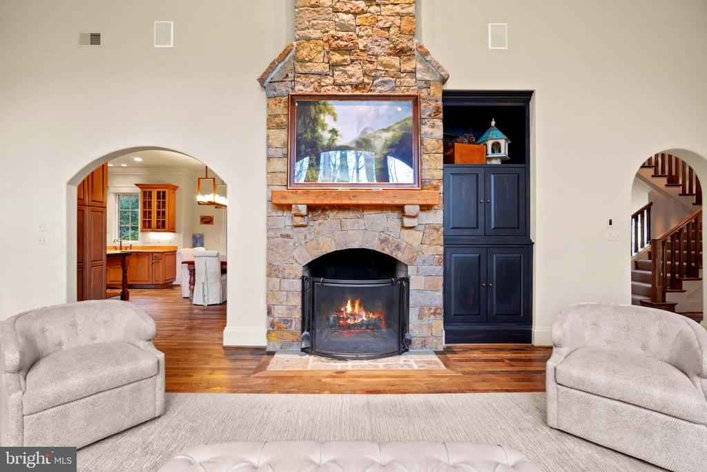 Cozy and beautiful Stone Fireplace - 817 MACKALL, MCLEAN