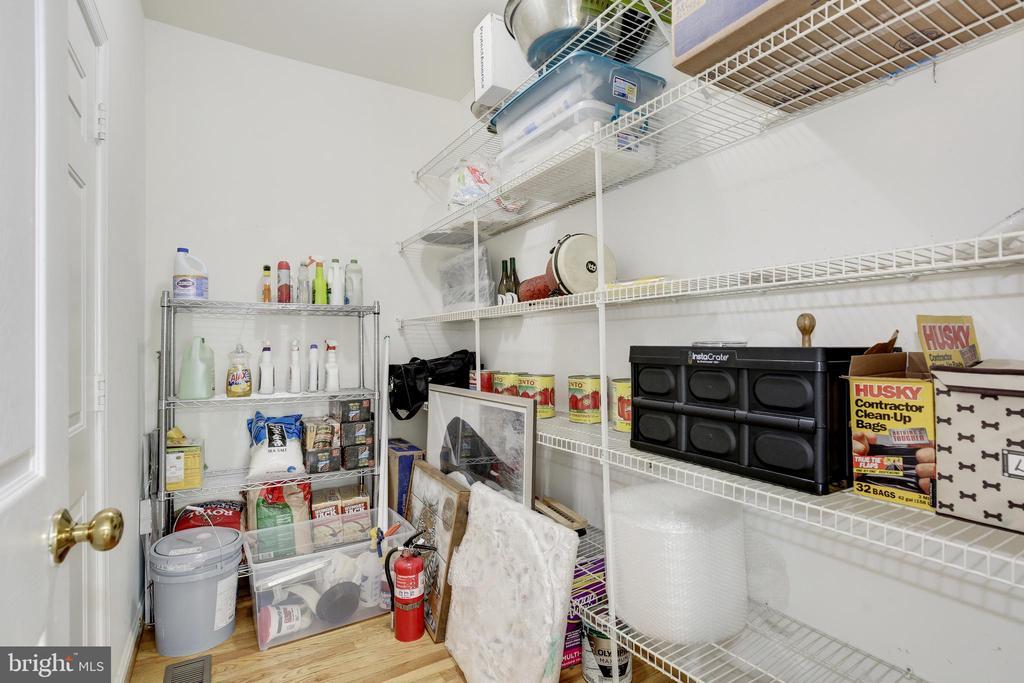 Pantry / Storage Closet - 42969 DEER CHASE PL, ASHBURN
