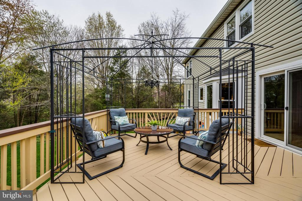 and spacious deck - 14721 PICKETS POST RD, CENTREVILLE