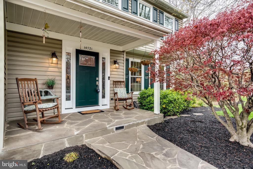 Home has a gorgeous front door and charming porch - 14721 PICKETS POST RD, CENTREVILLE