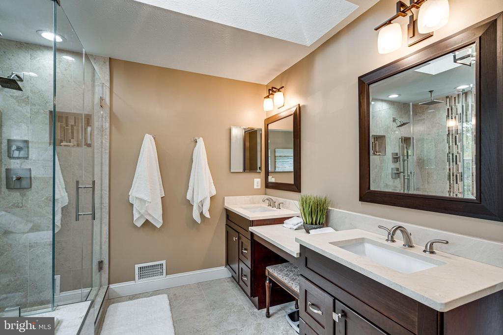 to have this amazing primary bath - 14721 PICKETS POST RD, CENTREVILLE