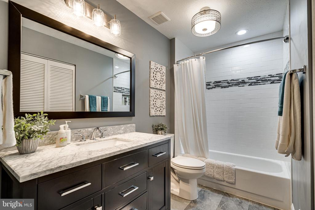 The updates keep coming, love this hall bath - 14721 PICKETS POST RD, CENTREVILLE