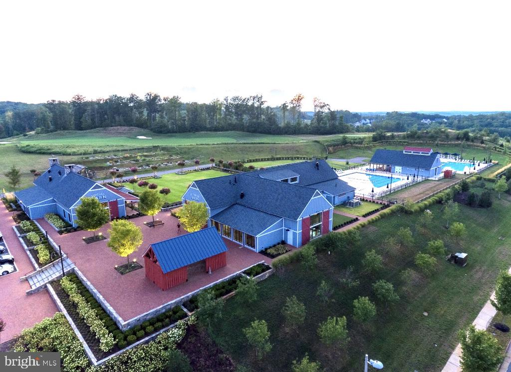 A birds eye view of the complex - 1857 SHADDING BAY LN, DUMFRIES