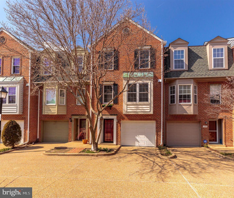 1255 MADISON STREET, ALEXANDRIA, Virginia 22314, 2 Bedrooms Bedrooms, ,2 BathroomsBathrooms,Residential,For Sale,MADISON,VAAX258282