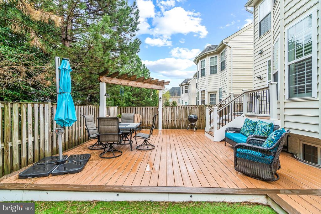 Deck and Outdoor Entertainment Area - 4170 MCCLOSKEY CT, CHANTILLY