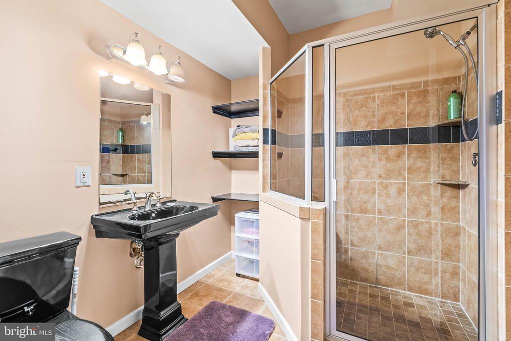 Basement Bath - 4170 MCCLOSKEY CT, CHANTILLY