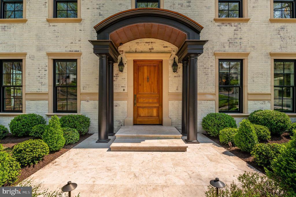 Front Entrance - 7024 ARBOR LN, MCLEAN