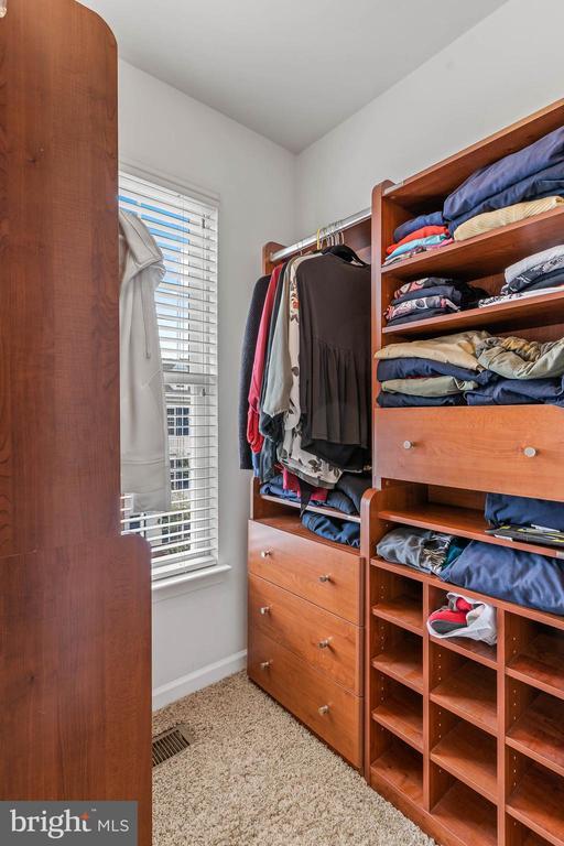 Walk-in Closet in Master Bedroom - 42791 FLANNIGAN TER, CHANTILLY