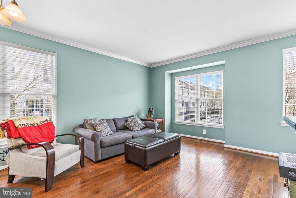 Hardwood Floors throughout Main Level - 42791 FLANNIGAN TER, CHANTILLY
