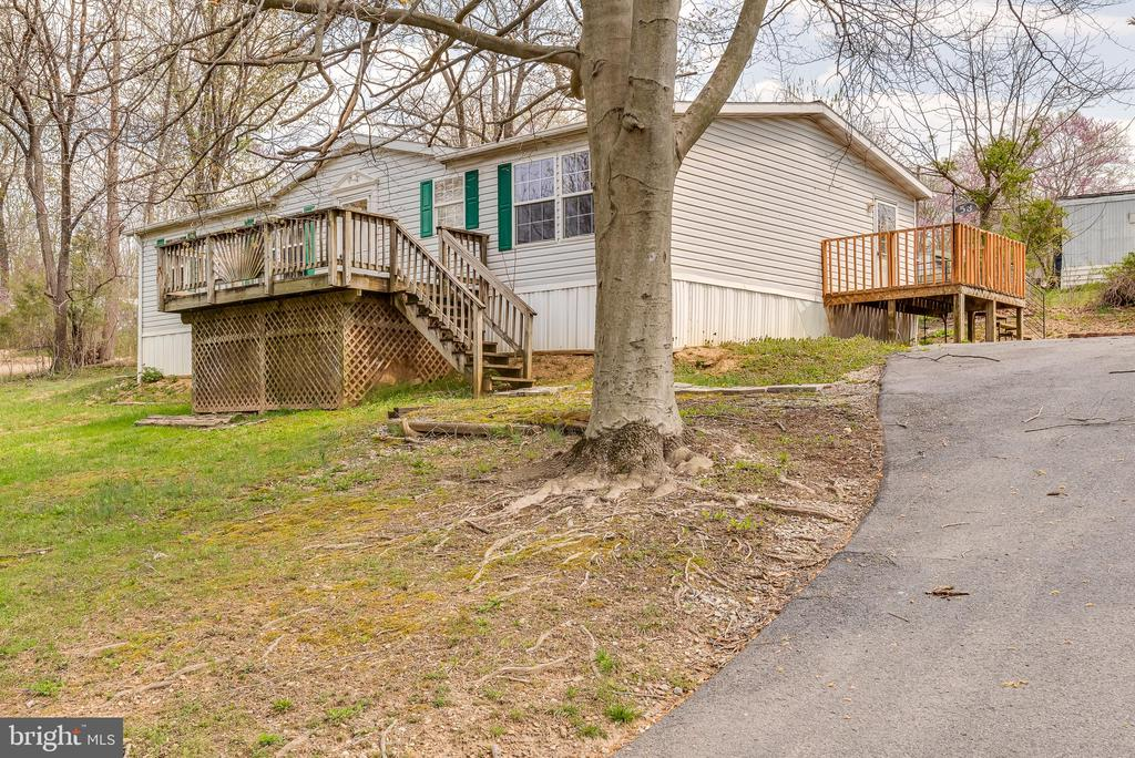 Long driveway provides extra parking for guests - 53 CAMP HILL LN, HARPERS FERRY