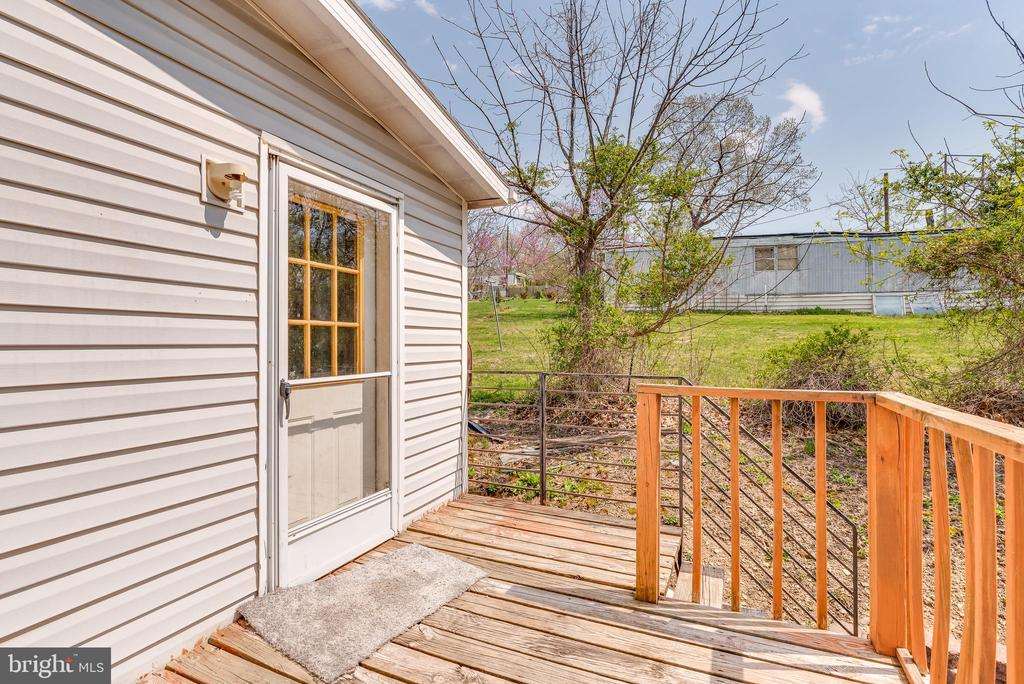 Small deck of the mudroom for grilling - 53 CAMP HILL LN, HARPERS FERRY