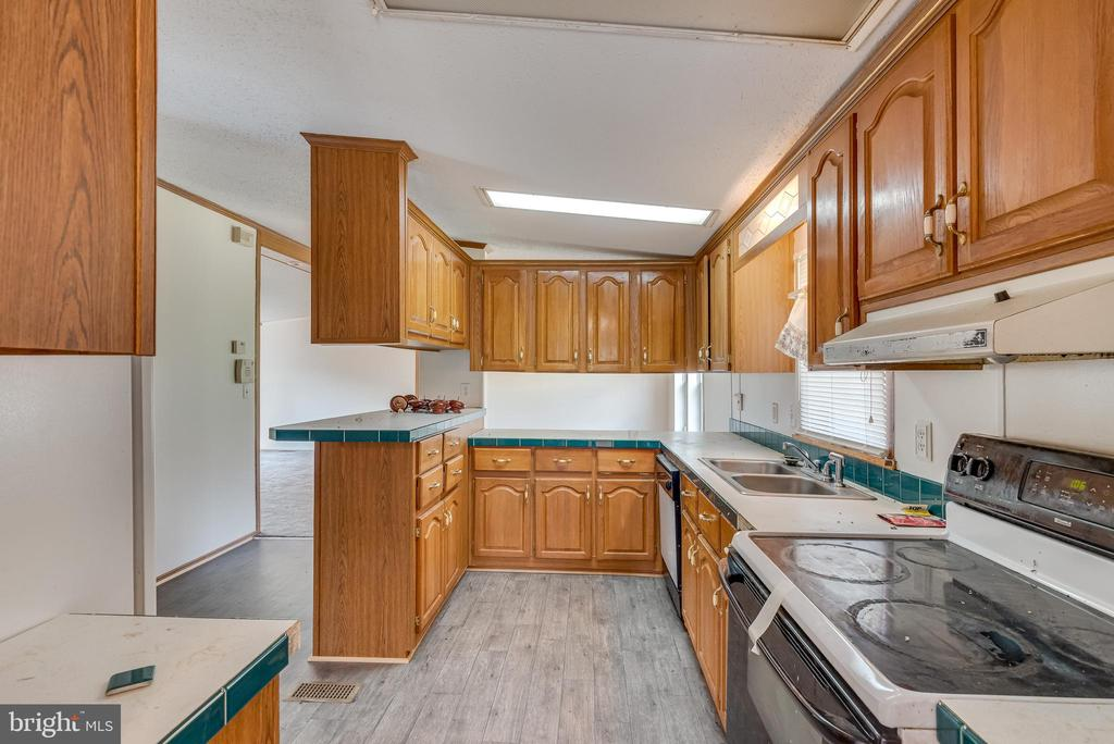 Kitchen features easy care vinyl flooring - 53 CAMP HILL LN, HARPERS FERRY