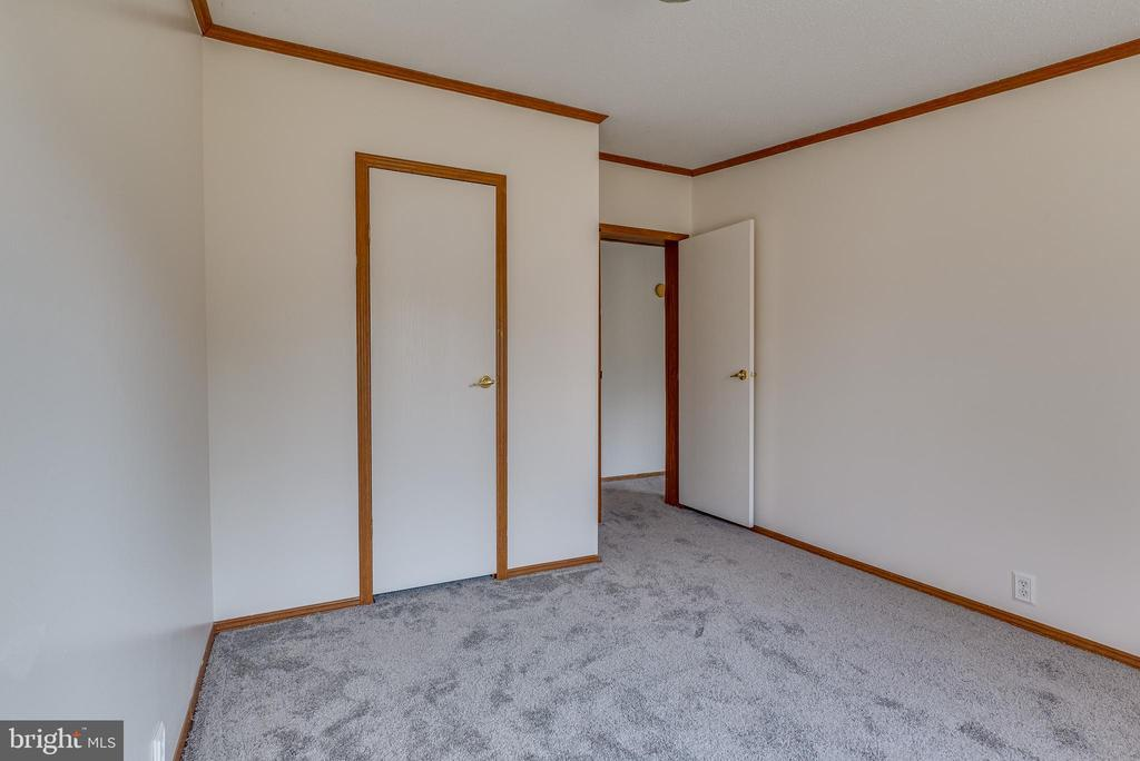 Closet provides ample storage space - 53 CAMP HILL LN, HARPERS FERRY