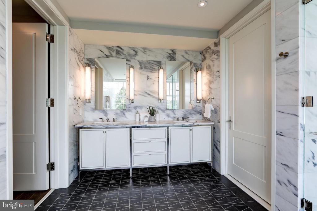 Promary Bathroom - 2660 CONNECTICUT AVE NW #6D, WASHINGTON