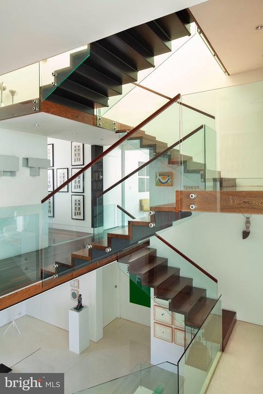 Floating Staircase with Glass Railing - 3304 R ST NW, WASHINGTON