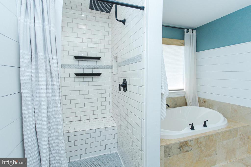 Wonderful tile and shower seat - 2 SNOW MEADOW LN, STAFFORD