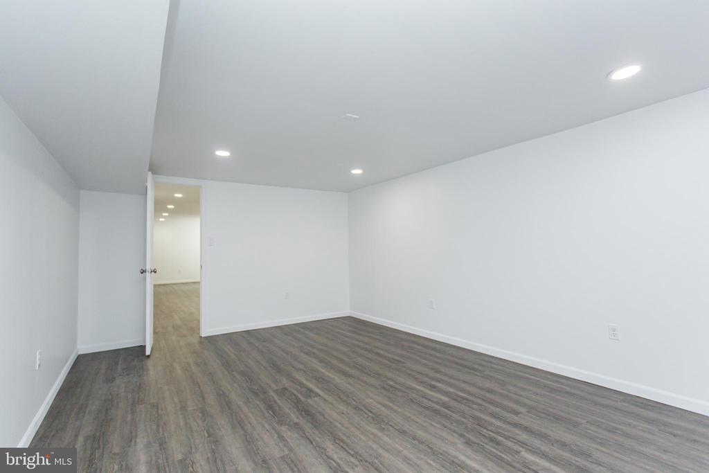 More finished space for game room - 2 SNOW MEADOW LN, STAFFORD