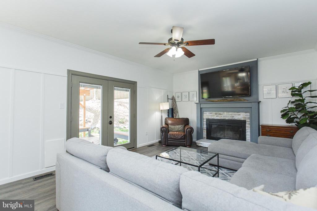 Large family room - 2 SNOW MEADOW LN, STAFFORD
