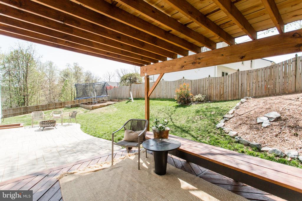 Fully fenced backyard - great for entertaining - 2 SNOW MEADOW LN, STAFFORD