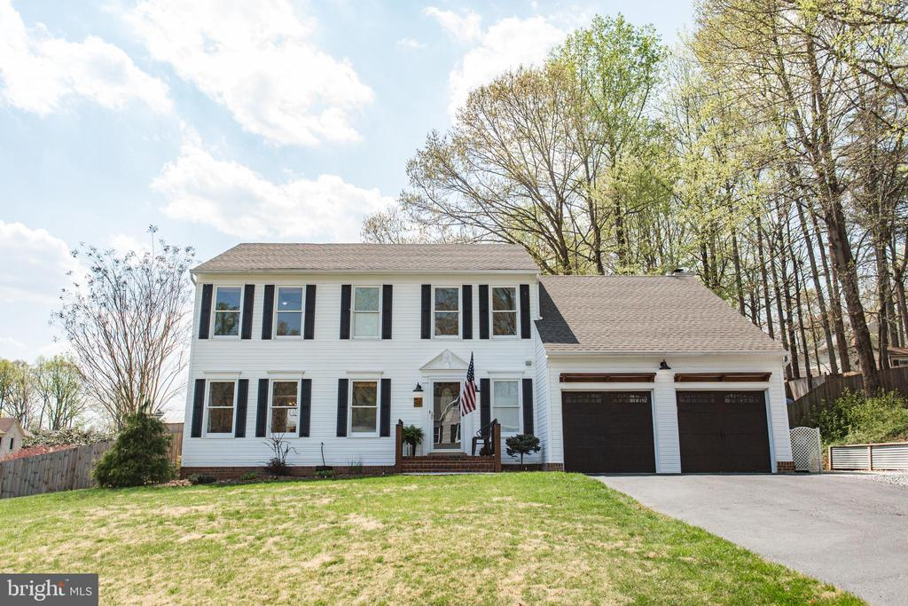 Welcome home! - 2 SNOW MEADOW LN, STAFFORD