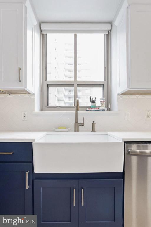 X-Large farmhouse sink with Brass Hardware - 888 N QUINCY ST #802, ARLINGTON