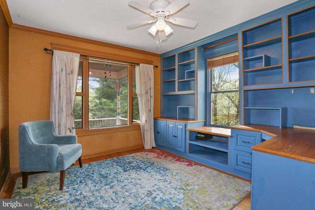 Bedroom /Den main level, with closet - 7704 IDYLWOOD RD, FALLS CHURCH