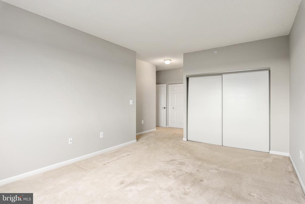 Owner's Bedroom with walk-in closet + extra closet - 19375 CYPRESS RIDGE TER #516, LEESBURG
