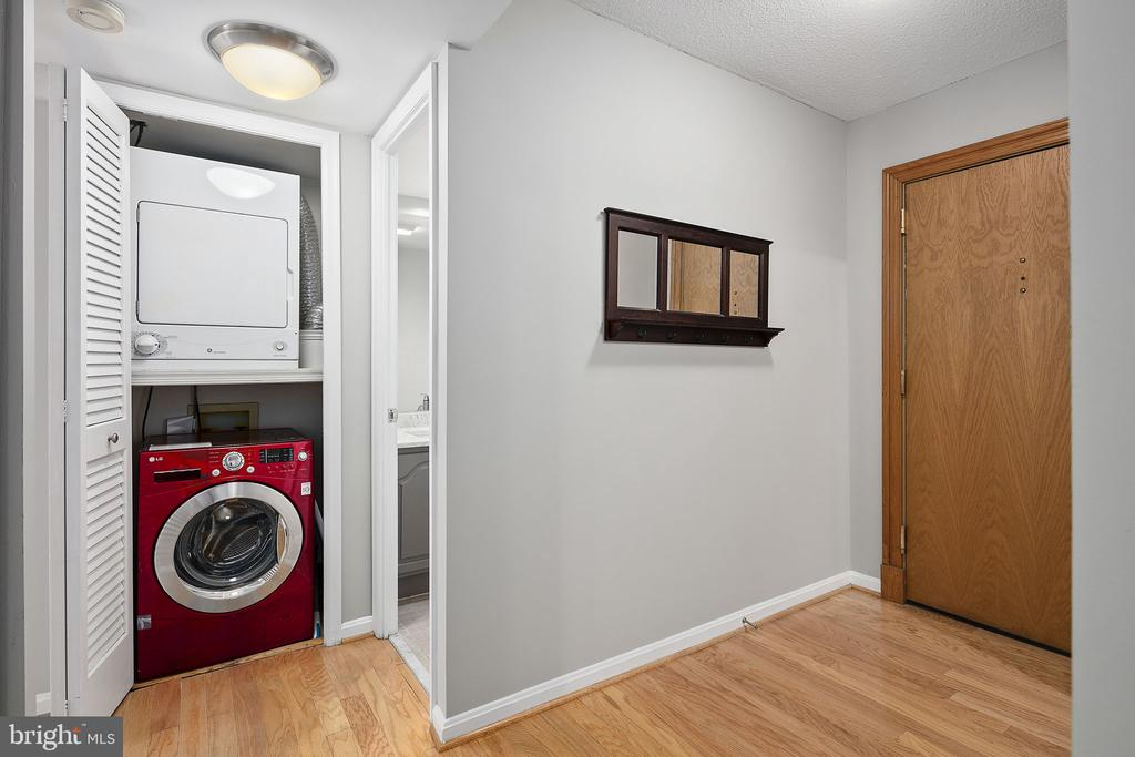 In-unit laundry - 1301 N COURTHOUSE RD #1114, ARLINGTON