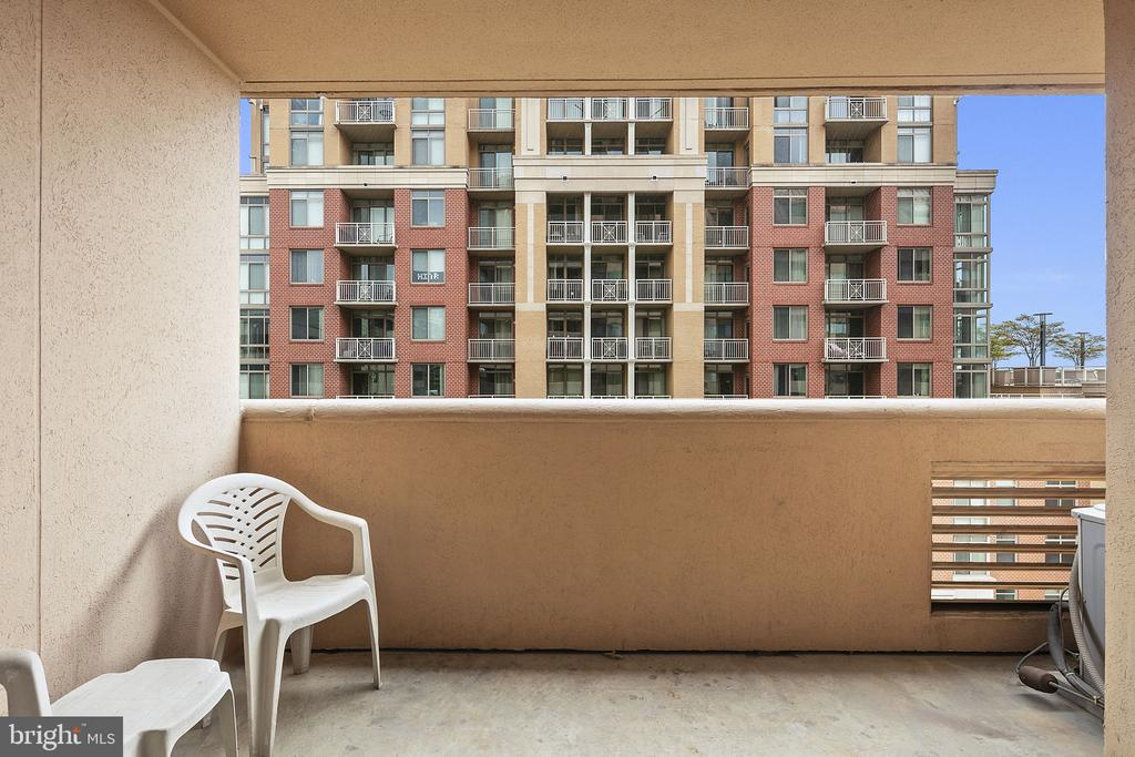 Private balcony - 1301 N COURTHOUSE RD #1114, ARLINGTON