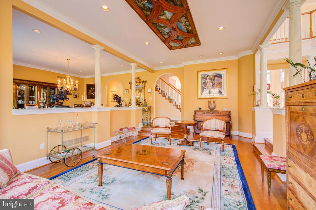 Crown Molding - 220 VIERLING DR, SILVER SPRING