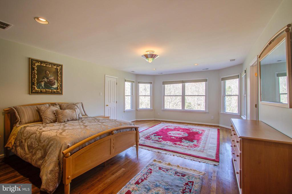 Bay Window in Large Bedroom - 220 VIERLING DR, SILVER SPRING