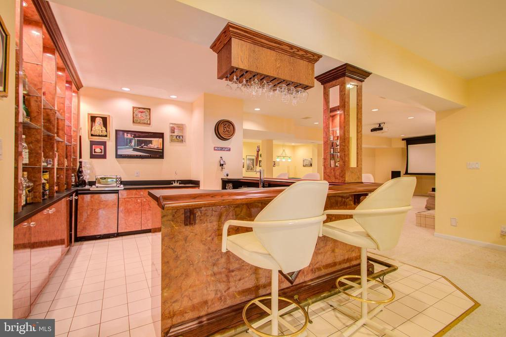 Lower Level Wet Bar - 220 VIERLING DR, SILVER SPRING