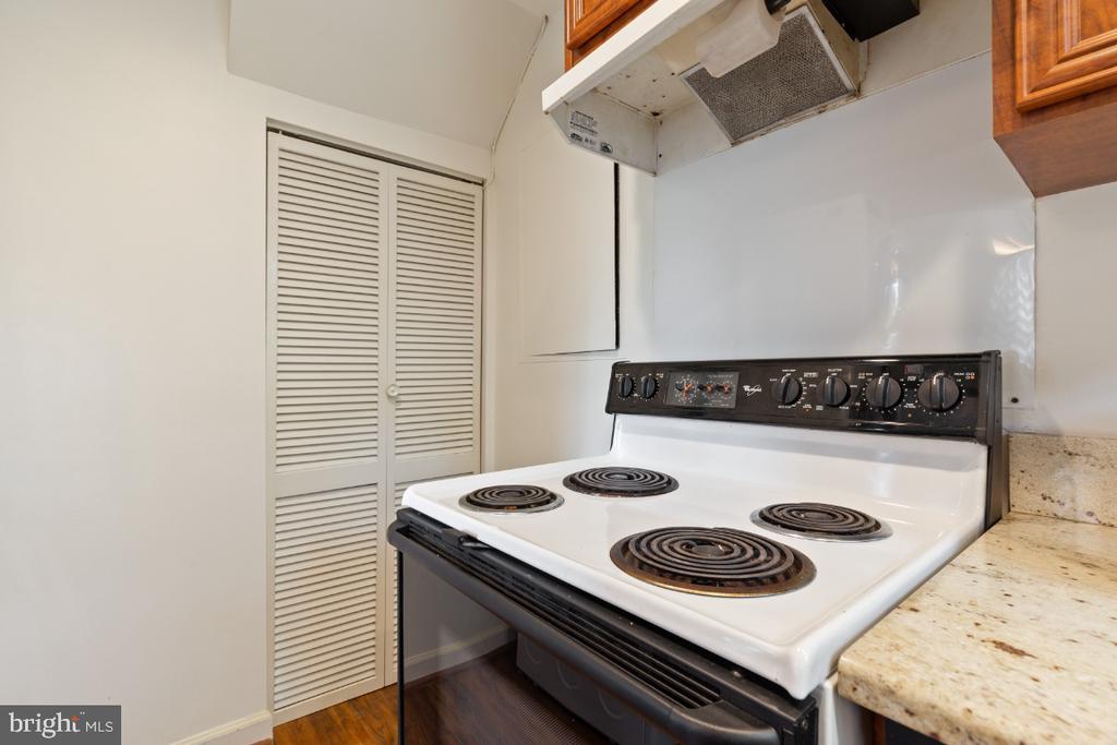 Kitchen - 2941 S DINWIDDIE ST, ARLINGTON