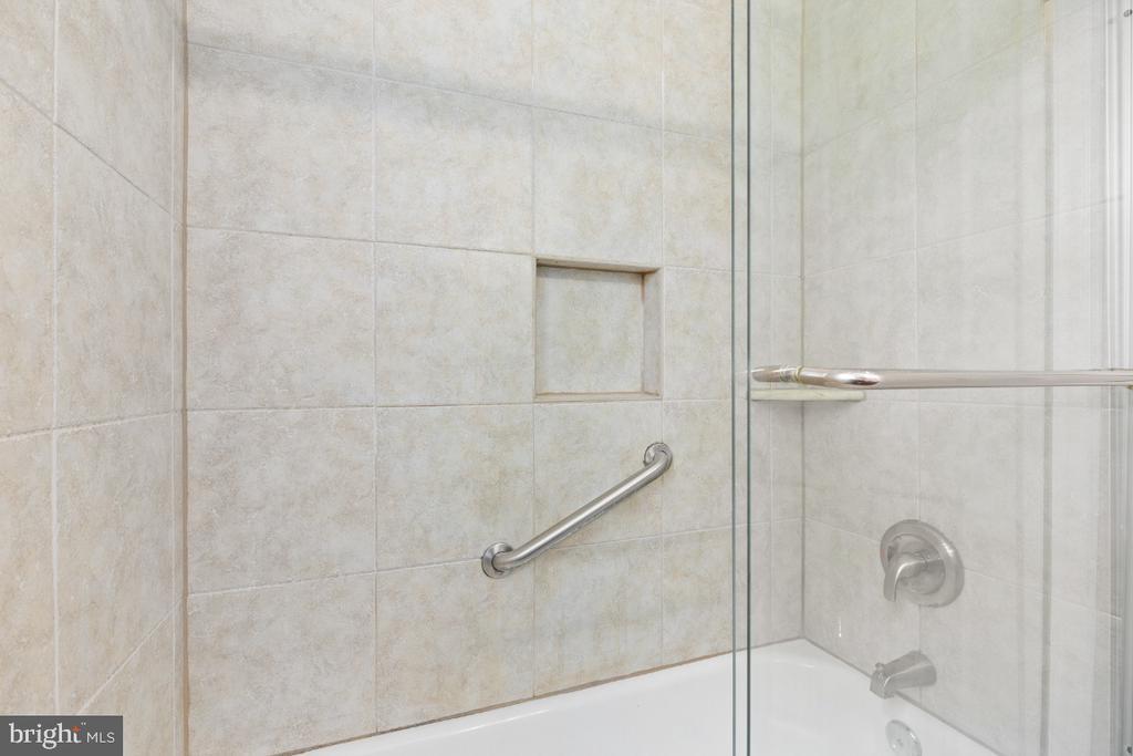 Full Bath - 2941 S DINWIDDIE ST, ARLINGTON