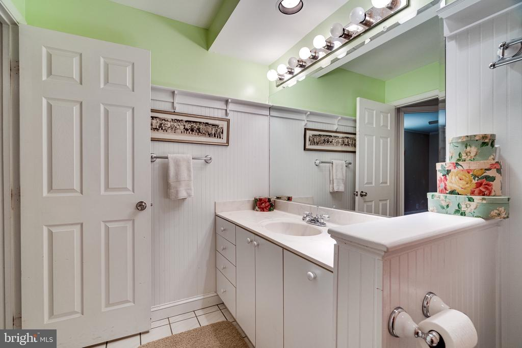 Main Bathroom - 2148 LILY POND DR, FALLS CHURCH