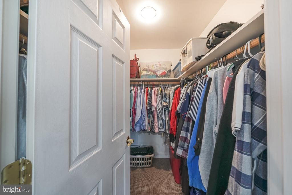 WALK IN CLOSET MB - 11505 VEIRS MILL RD, SILVER SPRING