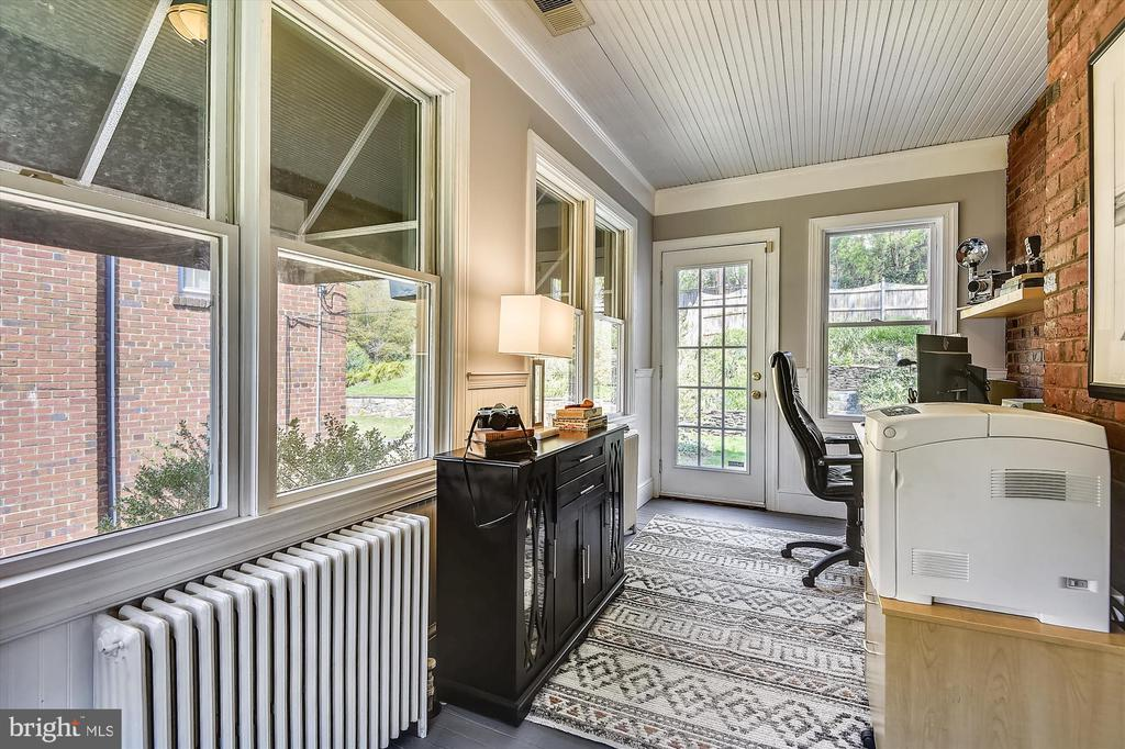 Sun bathed at-home office w/ backyard access - 301 W GLENDALE AVE, ALEXANDRIA