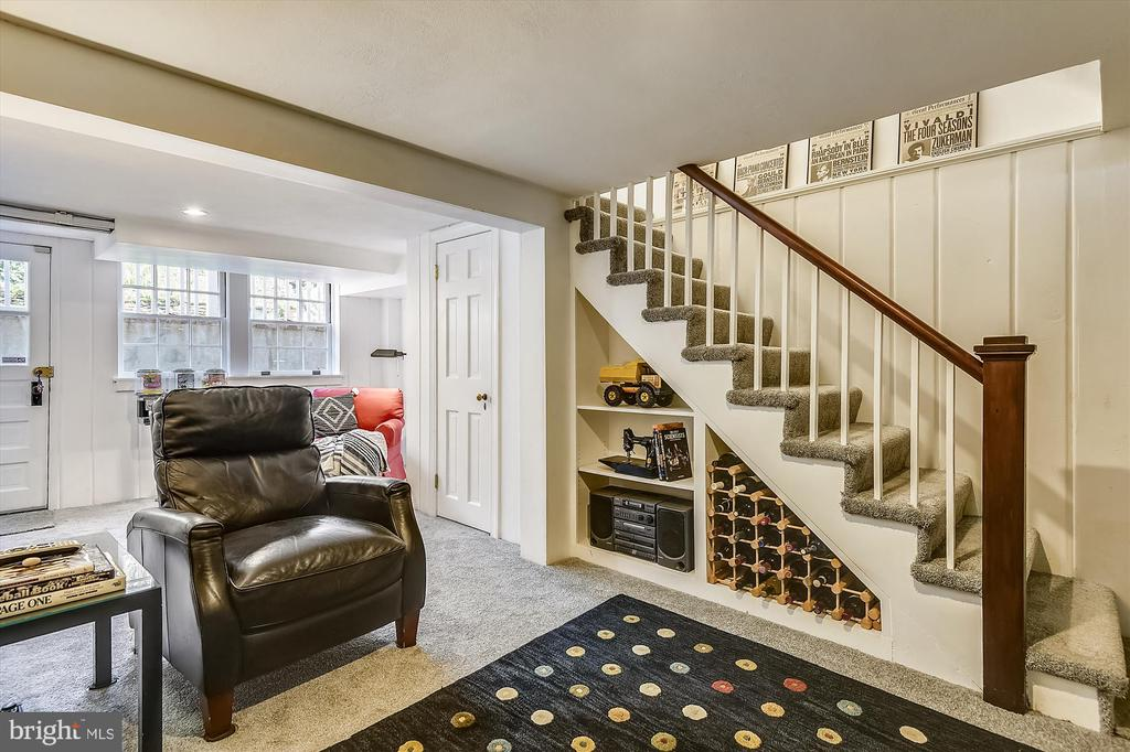 Lower level space flexible for your needs! - 301 W GLENDALE AVE, ALEXANDRIA