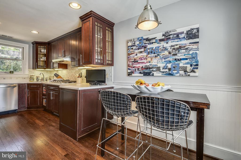 Enjoy a cup of coffee in the breakfast nook - 301 W GLENDALE AVE, ALEXANDRIA