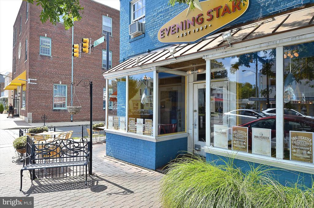 Mount Vernon Ave shops and dining is a 12 min walk - 301 W GLENDALE AVE, ALEXANDRIA