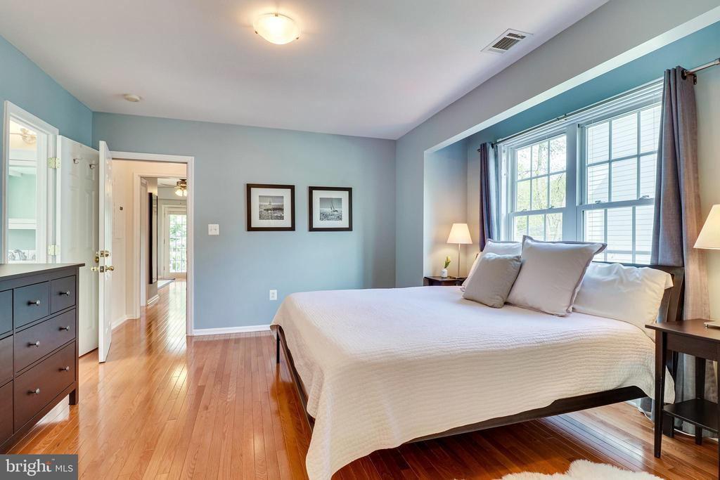 Primary bedroom w/ access to dressing room/office - 7945 BOLLING DR, ALEXANDRIA