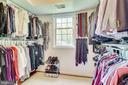 Primary suite walk-in-closet - 7945 BOLLING DR, ALEXANDRIA