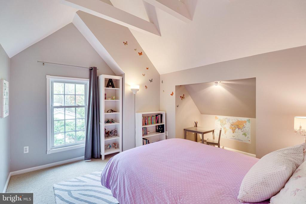 Bedroom 4, located on the 3rd floor - 7945 BOLLING DR, ALEXANDRIA