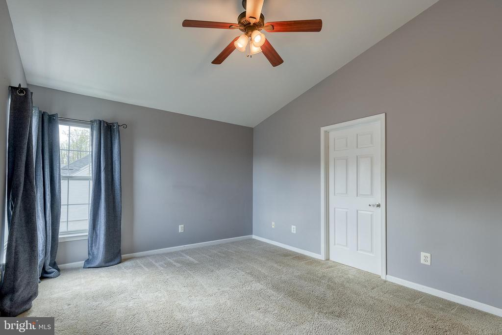 Master bedroom with remote control ceiling fan - 6 BEAU RIDGE DR, STAFFORD