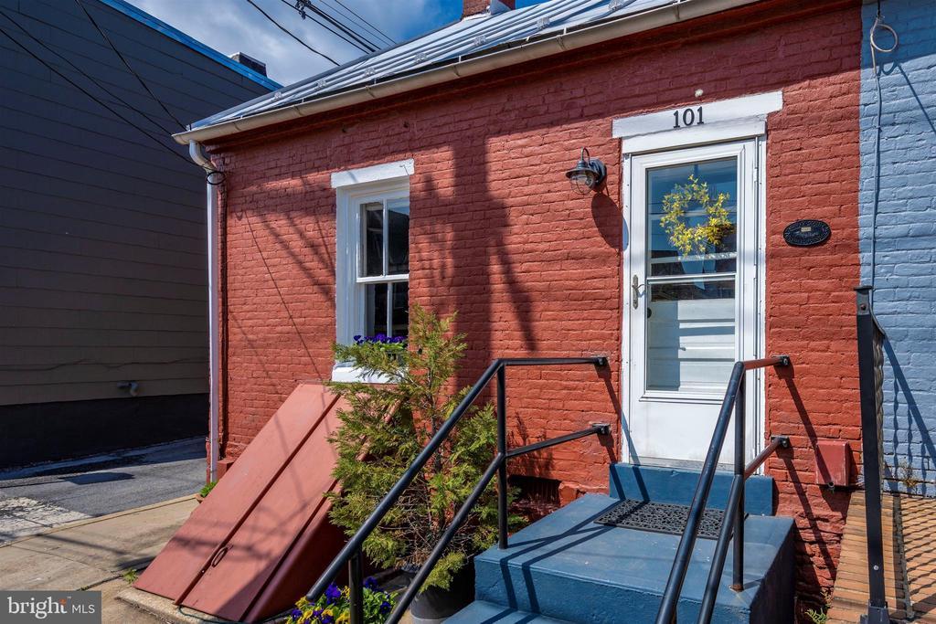 Registered w/Frederick County Landmark  Foundation - 101 E 5TH ST, FREDERICK