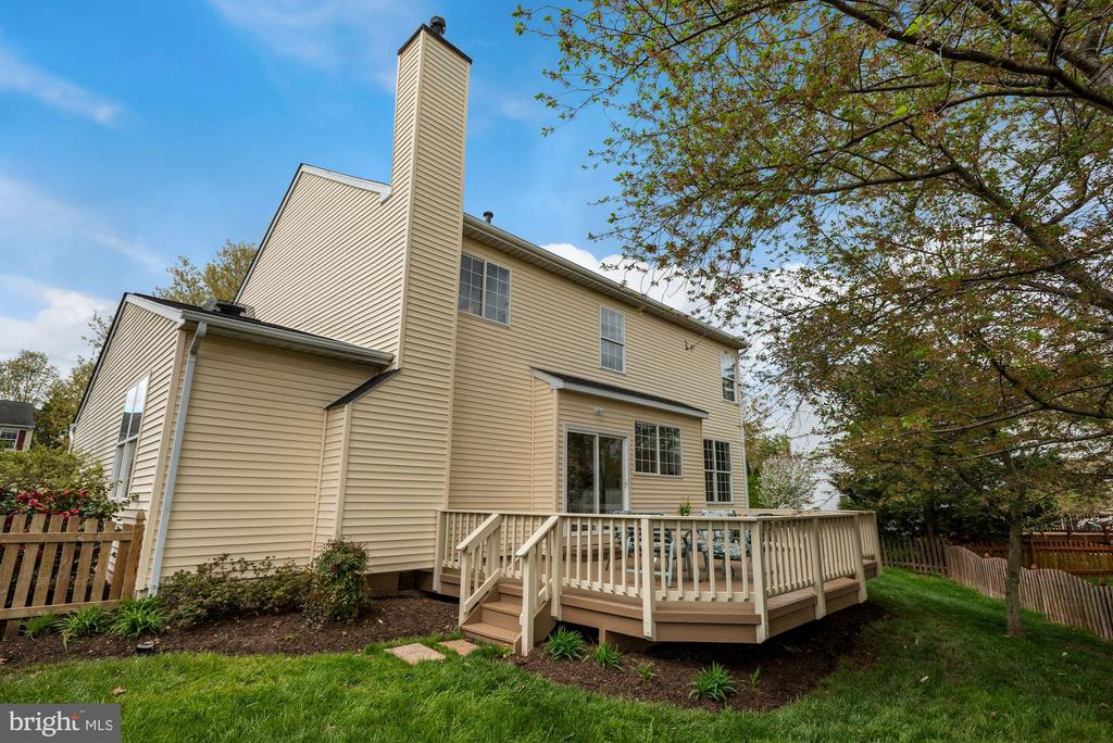 View of back of home - 20642 OAKENCROFT CT, ASHBURN