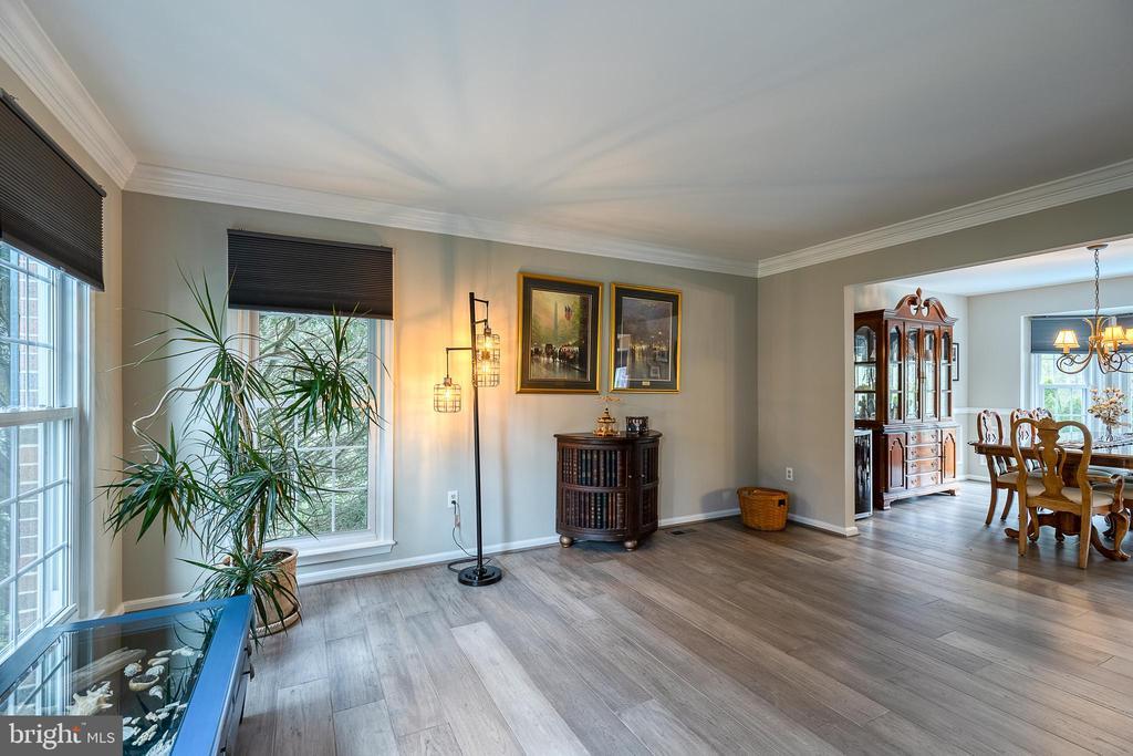 Living room with hardwood floors - 54 CHRISTOPHER WAY, STAFFORD